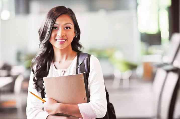Aviz studentelor – Cum să fii fashion chiar şi în timpul sesiunii stresante