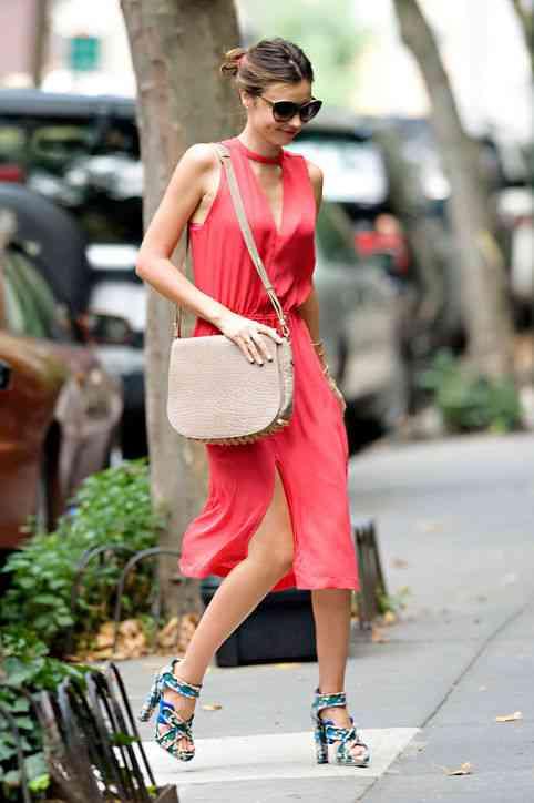 01-miranda-kerr-street-style-personal-style-dress-h724