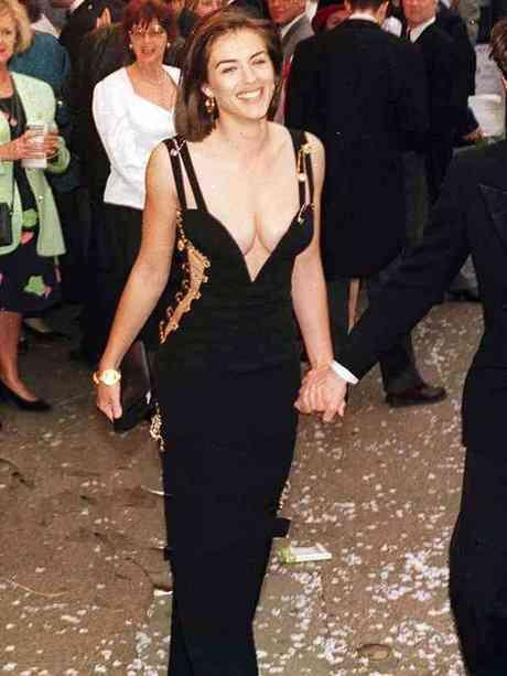Elizabeth Hurley  1994 rochie versace