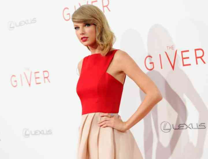 Pop star iconul Taylor Swift îşi lansează linie de haine