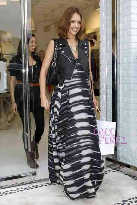 jessica-alba-in-lamb-and-burberry-prorsum-shay-todd__oPt