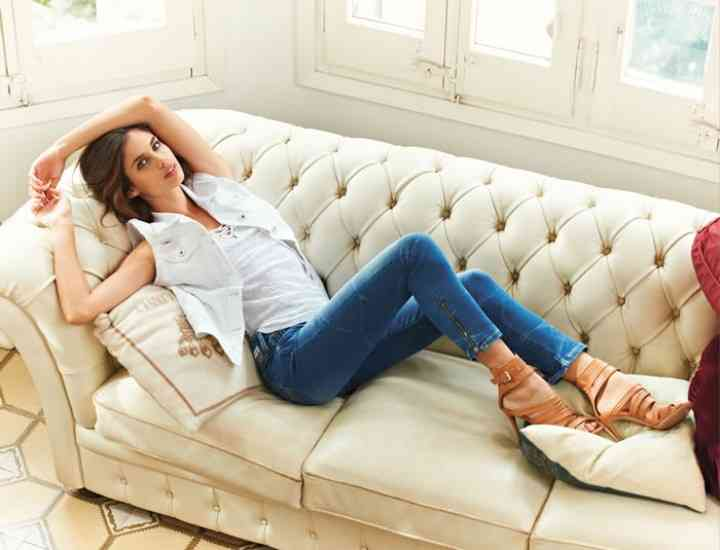 Sara Sampaio ne arată stilul ei lejer, dar sexy pentru vară