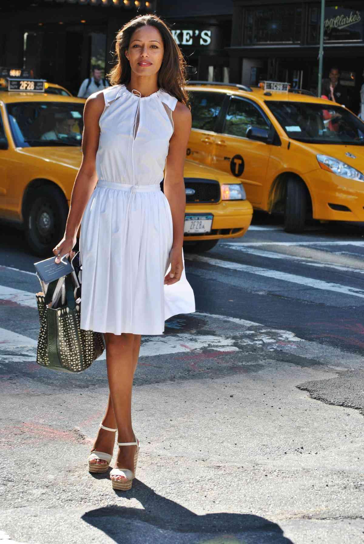 tendinte rochii albe