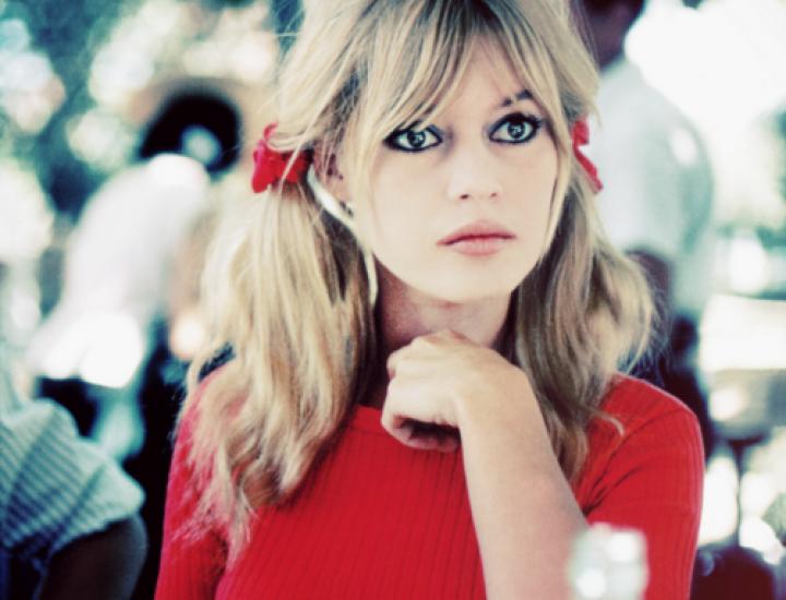 Inspiră-ţi ţinutele din stilul fashion icon-ului Brigitte Bardot