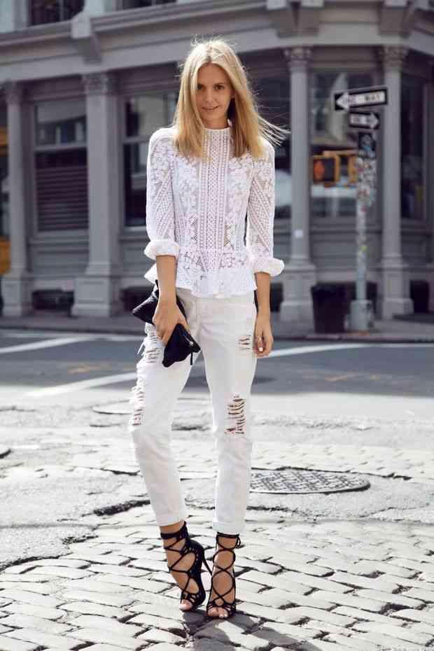 Cum-port-jeansii-albi