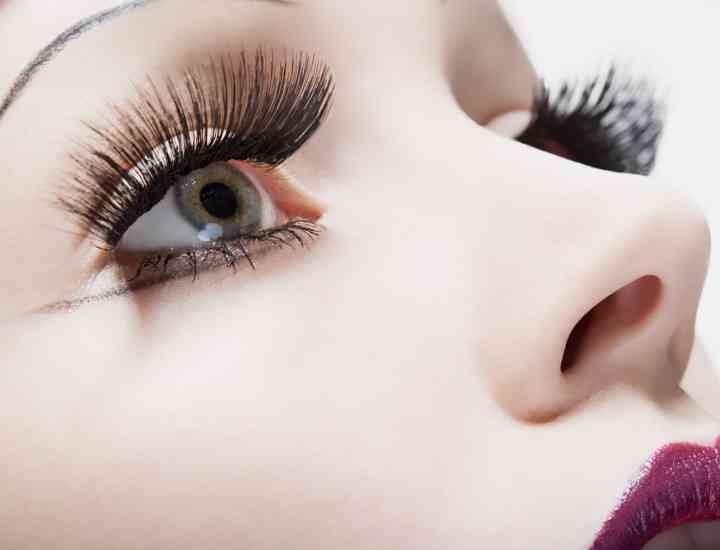 Cum să-ți îngrijești lentilele de contact