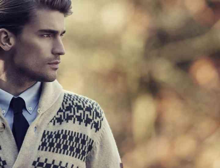 Cum porți puloverele cu impriemeuri grafice în această toamnă
