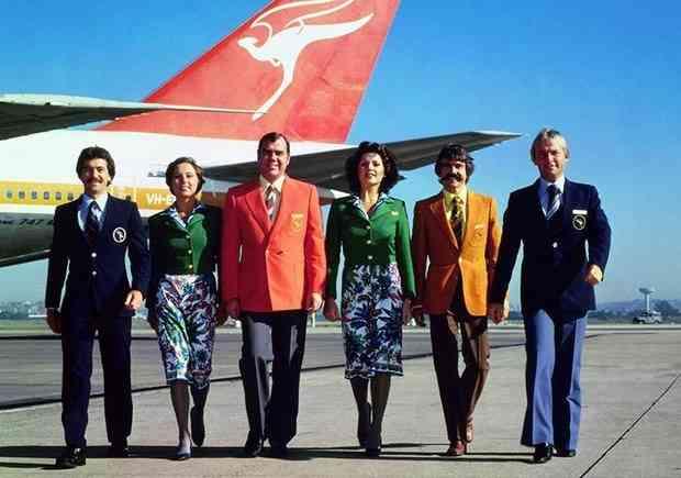 """Echipaj Qantas Airways, """"imbracat""""de celebrul designer italian Emilio Pucci (1974)"""