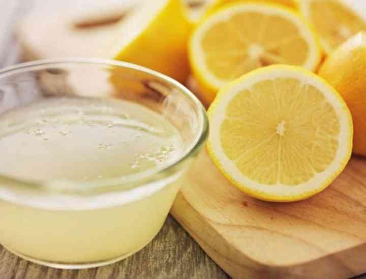 Cicatricile de la acnee se elimină cu suc natural de lâmăie