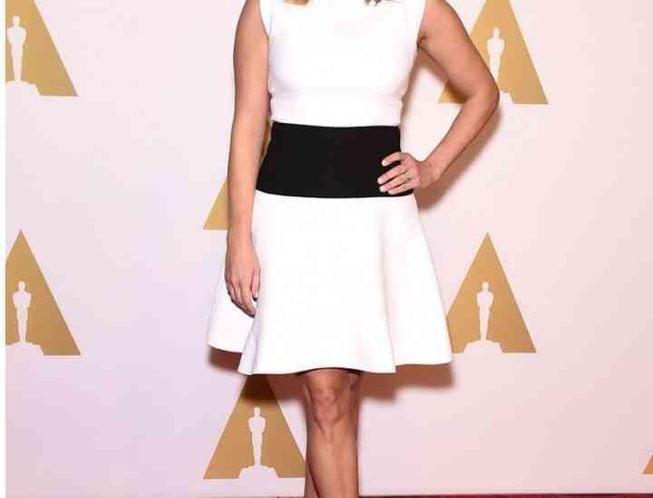 Cum să porți o rochie albă precum o fac celebritățile