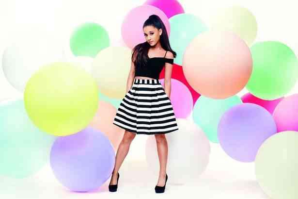 Ariana-Grande-Lipsy