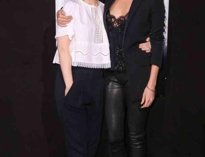 Duel de stil: Charlize Theron vs Emily Blunt
