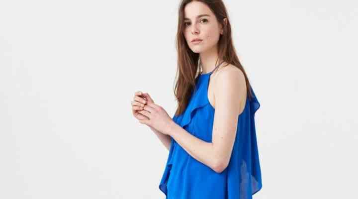 Ținute moderne albastre, o inspirație estivală