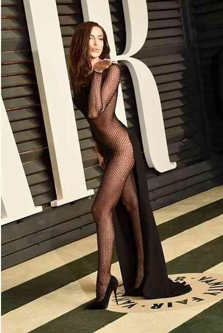 rochie transparenta irina shayk
