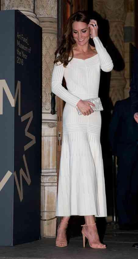 ducesa cambridge rochie decolteu bardot