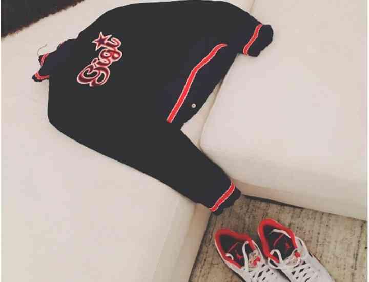 Gigi Hadid în haine cu numele său