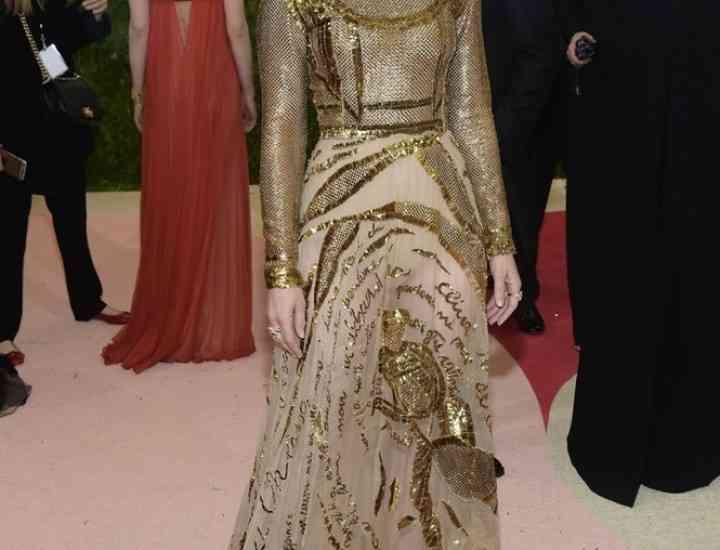 Ținute ale celebrităților create de cea care a revoluționat Dior
