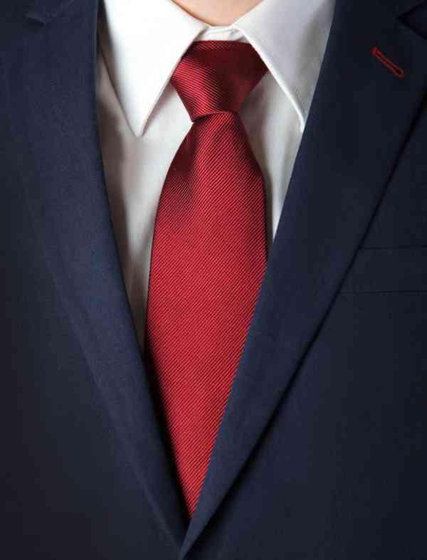 combinare cravata rosie
