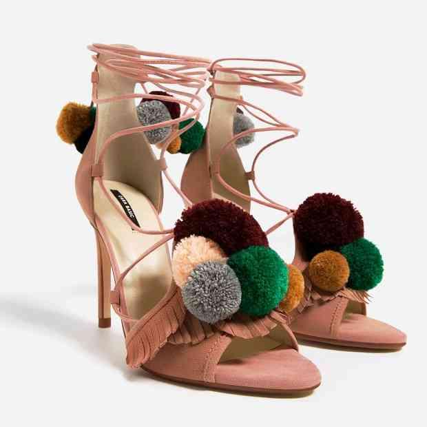 sandale-cu-pompoane