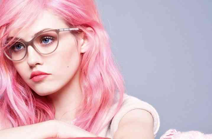 Vopsirea părului în culori îndrăznețe este în tendință