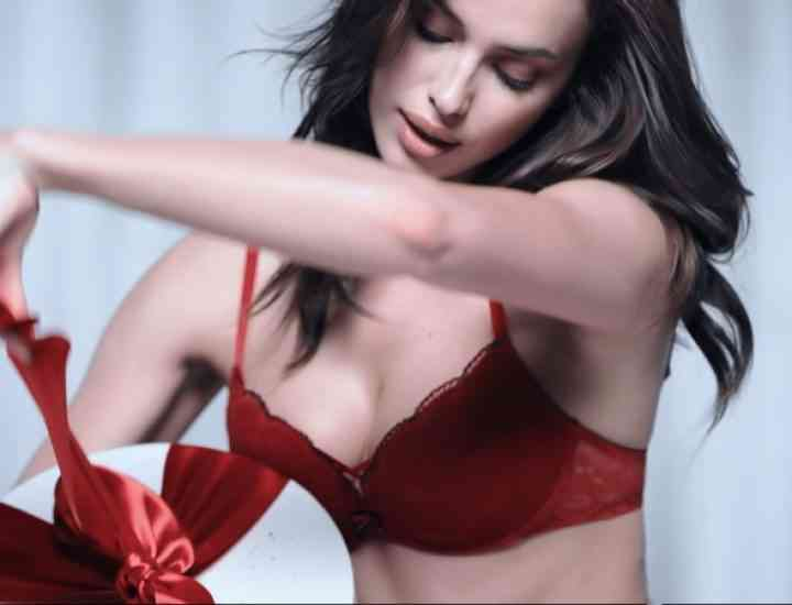 Campania de Crăciun Intimissimi cu modelul Irina Shayk
