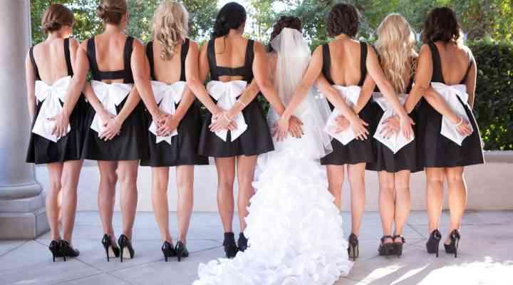 Idei de nuntă 2017: rochii domnisoară de onoare în alb-negru