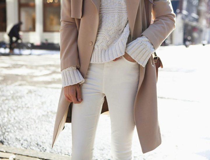 Moduri de a purta blugii albi iarna