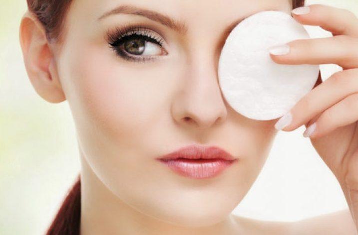Tu știi să te demachiezi corect? Trei pași importanți pentru o piele sănătoasă!