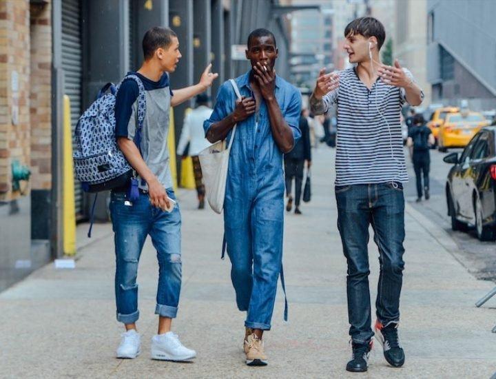 Ghid de stil pentru bărbați: cum să porți denimul vara