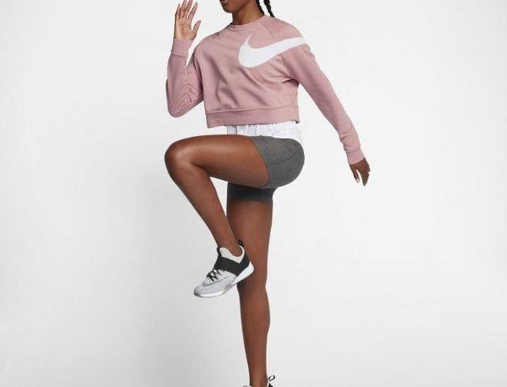 """Nike lansează o nouă colecție de piese roz numită """"Chrome Blush"""""""