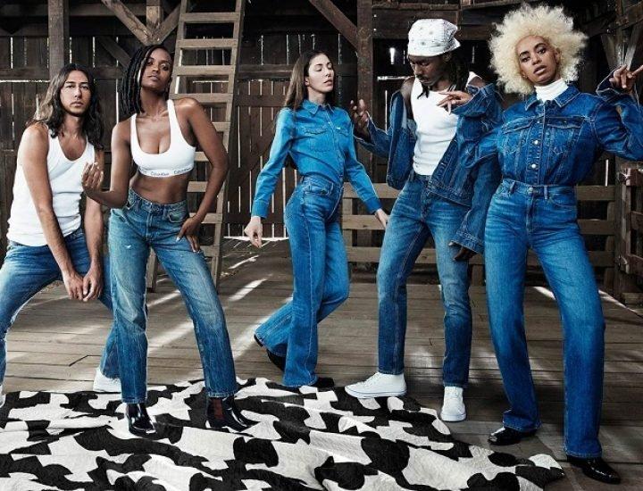 Lenjerie intima si blugi la moda in noua campanie Calvin Klein
